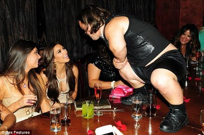 Kim Kardashian en despedida de soltero de su novio Kris  2