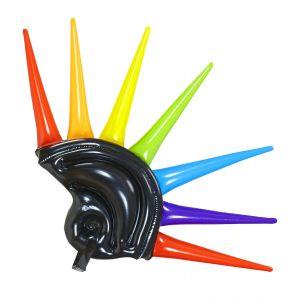 Casco con puntas multicolor hinchable