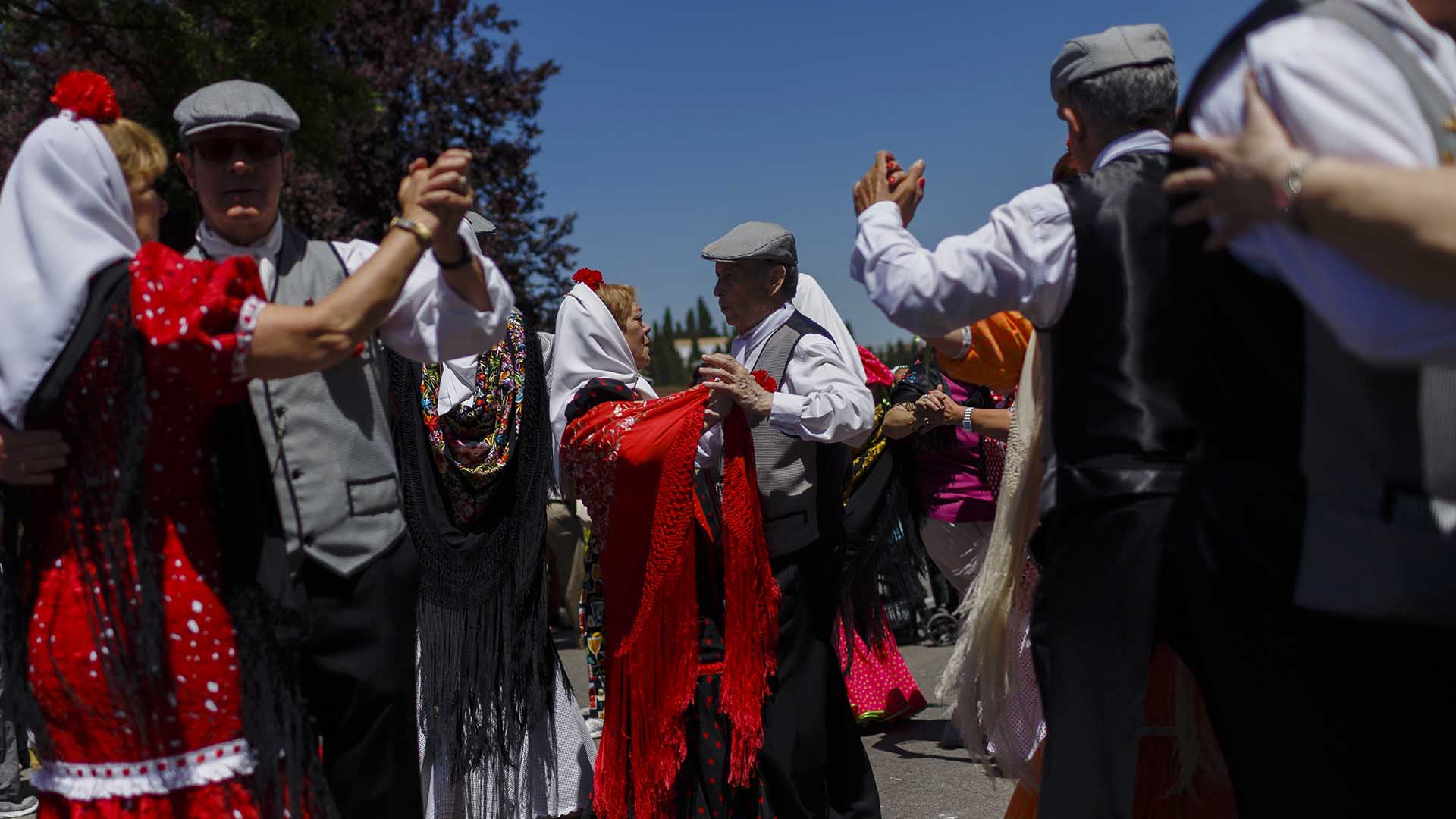 Revelers dressed in traditional chulapo outfits dance and sing during the San Isidro fiestas celebrating Madrid's patron saint in Madrid, Spain Friday, May 15, 2015. (AP Photo/Daniel Ochoa de Olza)